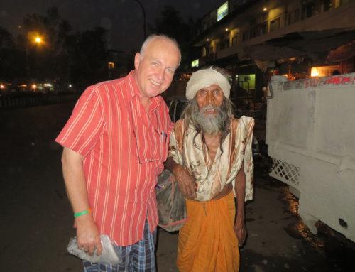 Warme Kleidung für 14 Menschen im Slum von Bangalore