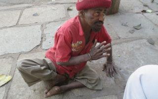 Hilfe für Bettler in Indien