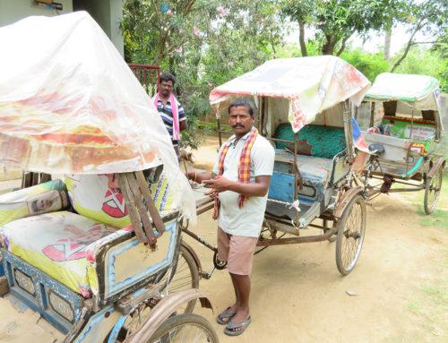 Neue Rikschas für kastenlose Familien